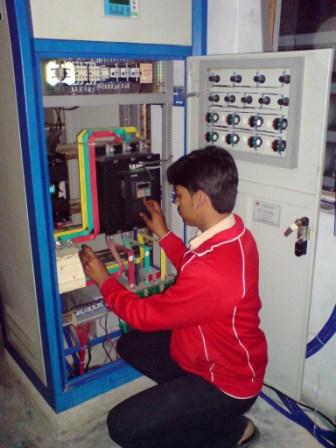 engineer-testing-vfd